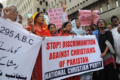 ΠΑΚΙΣΤΑΝ: Όχλος χιλιάδων αφιονισμένων μουσουλμάνοι απαιτεί τον αποκεφαλισμό χριστιανού έφηβου λόγω «βλασφημίας» - Εικόνα2