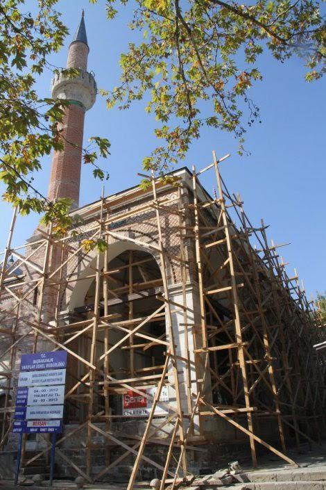 Παντού ΕΛΛΑΔΑ!!! Ελληνικές σημαίες σε τζαμί της Προύσσας – Σε αμηχανία οι Τούρκοι συντηρητές. - Εικόνα2