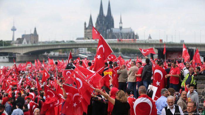 Πογκρόμ των Τούρκων στη Γερμανία – Έρχονται εξεγέρσεις μέσα στις γερμανικές πόλεις - Εικόνα2