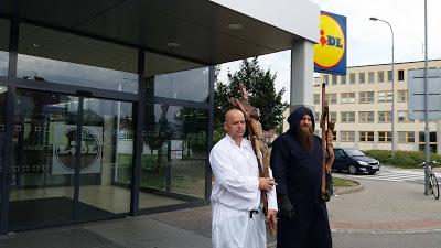 Για την προκλητική αφαίρεση του Σταυρού από τα LIDL, η διαμαρτυρία ήρθε από την Τσεχία! - Εικόνα10