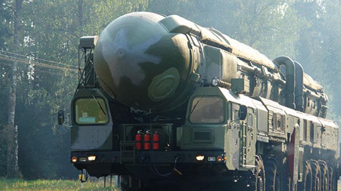 Προς ξεκαθάρισμα λογαριασμών: H Ρωσία έβγαλε τις κινητές συστοιχίες «Tοpol» για «περιπολία μάχης'» – Εκτόξευση πυραύλου από πυρηνοκίνητο υποβρύχιο - Εικόνα0