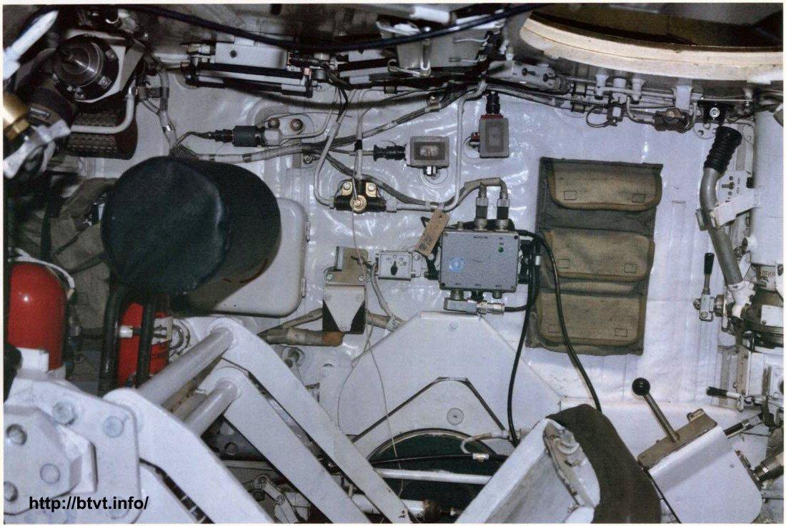 Oι ΗΠΑ προσομοίωσαν επίθεση εναντίον του «Armata»: «Κατάπινε» τους αντιαρματικούς πυραύλους και έβγαινε άθικτο! – Οι πρώτες φωτογραφίες από το εσωτερικό του ρωσικού υπερ-άρματος μάχης! - Εικόνα4