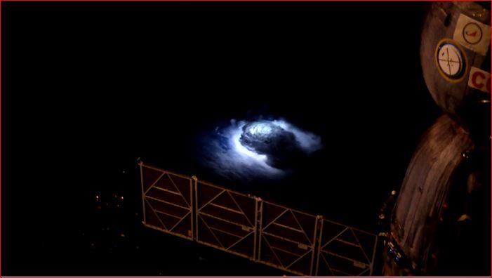 Για πρώτη φορά κινηματογραφήθηκαν μπλε αστραπές, από το διάστημα.(Βίντεο) - Εικόνα1