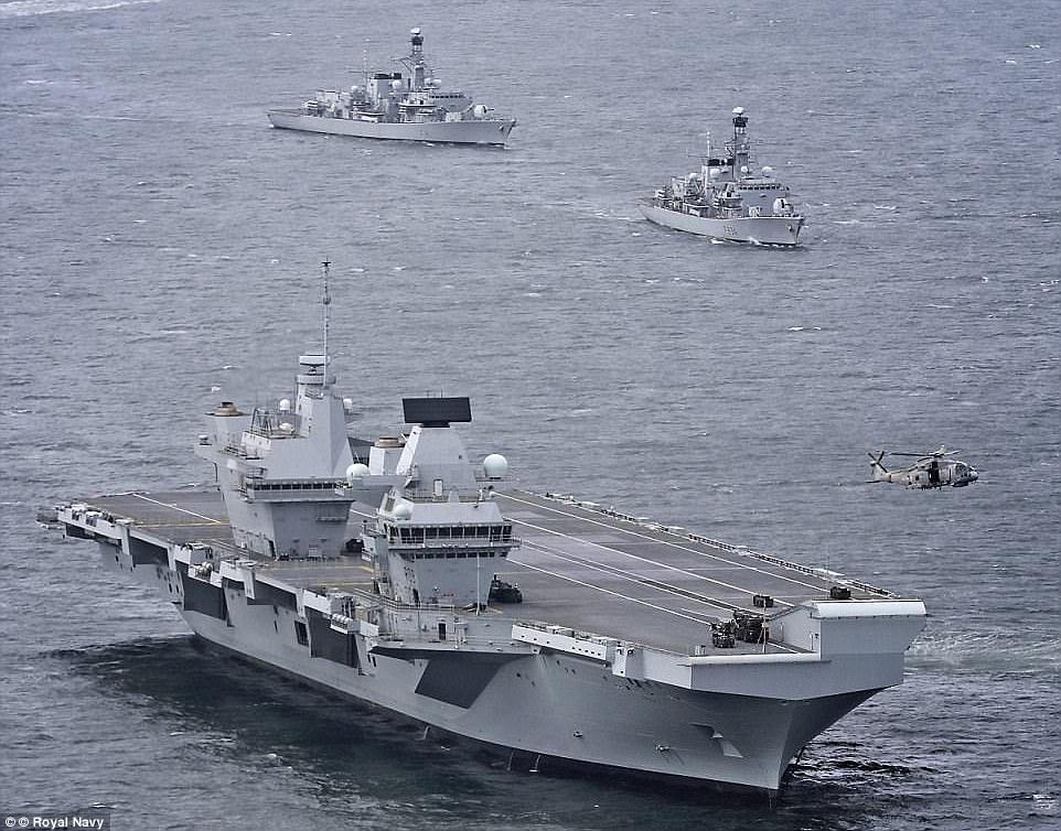"""Ρεζίλι το Βρετανικό πολεμικό ναυτικό: Αγνωστος προσγείωσε drone στο ολοκαίνουριο αεροπλανοφόρο """"HMS Queen Elizabeth"""" – Kαι μετά θίχτηκαν από τις δηλώσεις των Ρώσων [βίντεο] - Εικόνα0"""