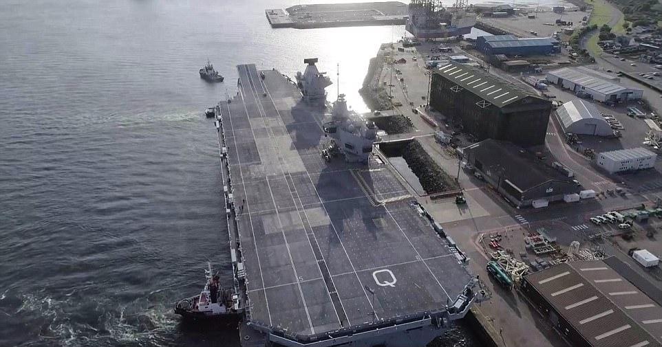 """Ρεζίλι το Βρετανικό πολεμικό ναυτικό: Αγνωστος προσγείωσε drone στο ολοκαίνουριο αεροπλανοφόρο """"HMS Queen Elizabeth"""" – Kαι μετά θίχτηκαν από τις δηλώσεις των Ρώσων [βίντεο] - Εικόνα4"""