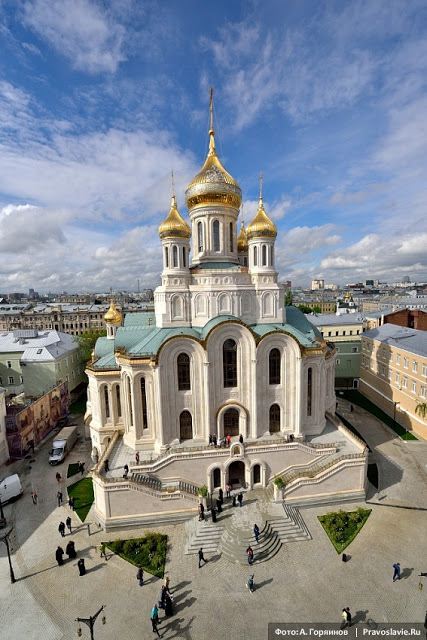 ΡΩΣΙΑ: Νέα γιγαντιαία Εκκλησία άνοιξε δίπλα στη φυλακή της KGB στη Μόσχα - Εικόνα1