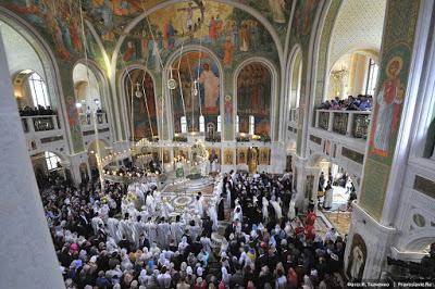 ΡΩΣΙΑ: Νέα γιγαντιαία Εκκλησία άνοιξε δίπλα στη φυλακή της KGB στη Μόσχα - Εικόνα3