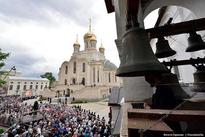 ΡΩΣΙΑ: Νέα γιγαντιαία Εκκλησία άνοιξε δίπλα στη φυλακή της KGB στη Μόσχα - Εικόνα4