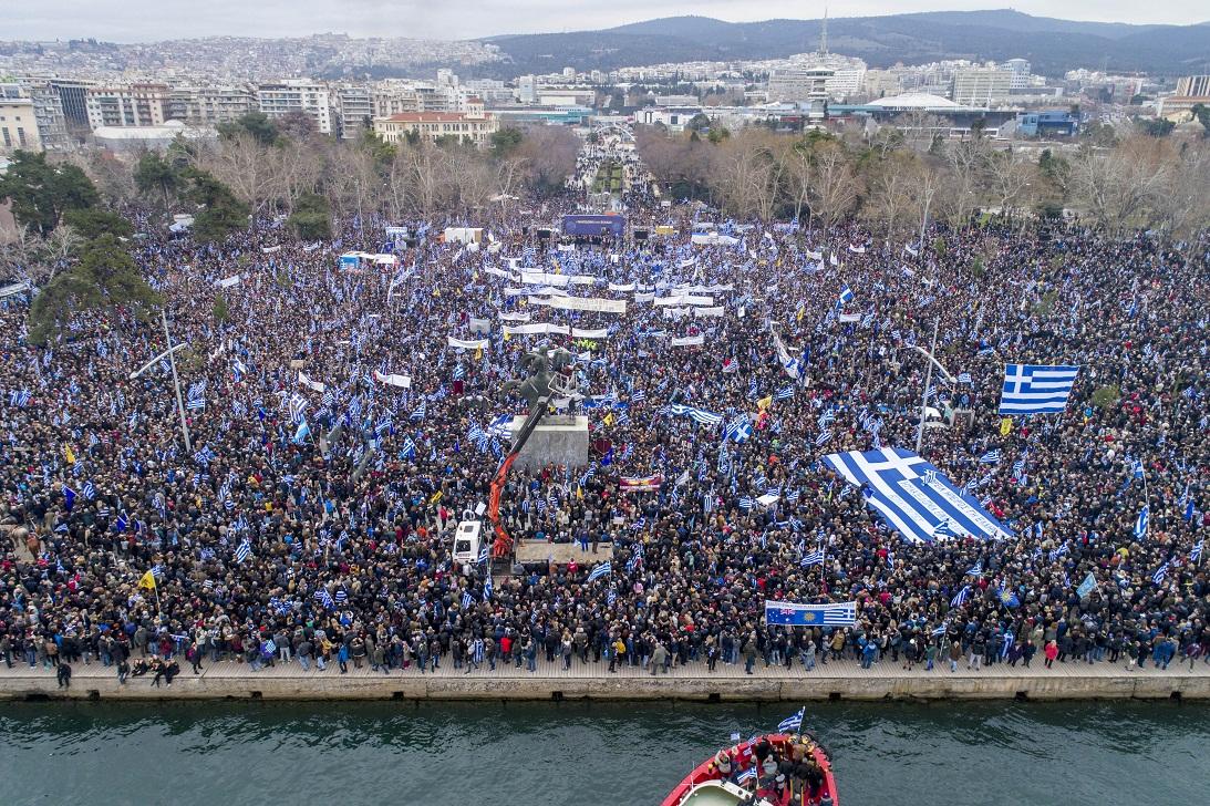 «Σεισμός» στο Μέγαρο Μαξίμου από το συλλαλητήριο της Θεσσαλονίκης – Τρέχουν να κάνουν έκτακτες συσκέψεις μπας και… σωθούν - Εικόνα0