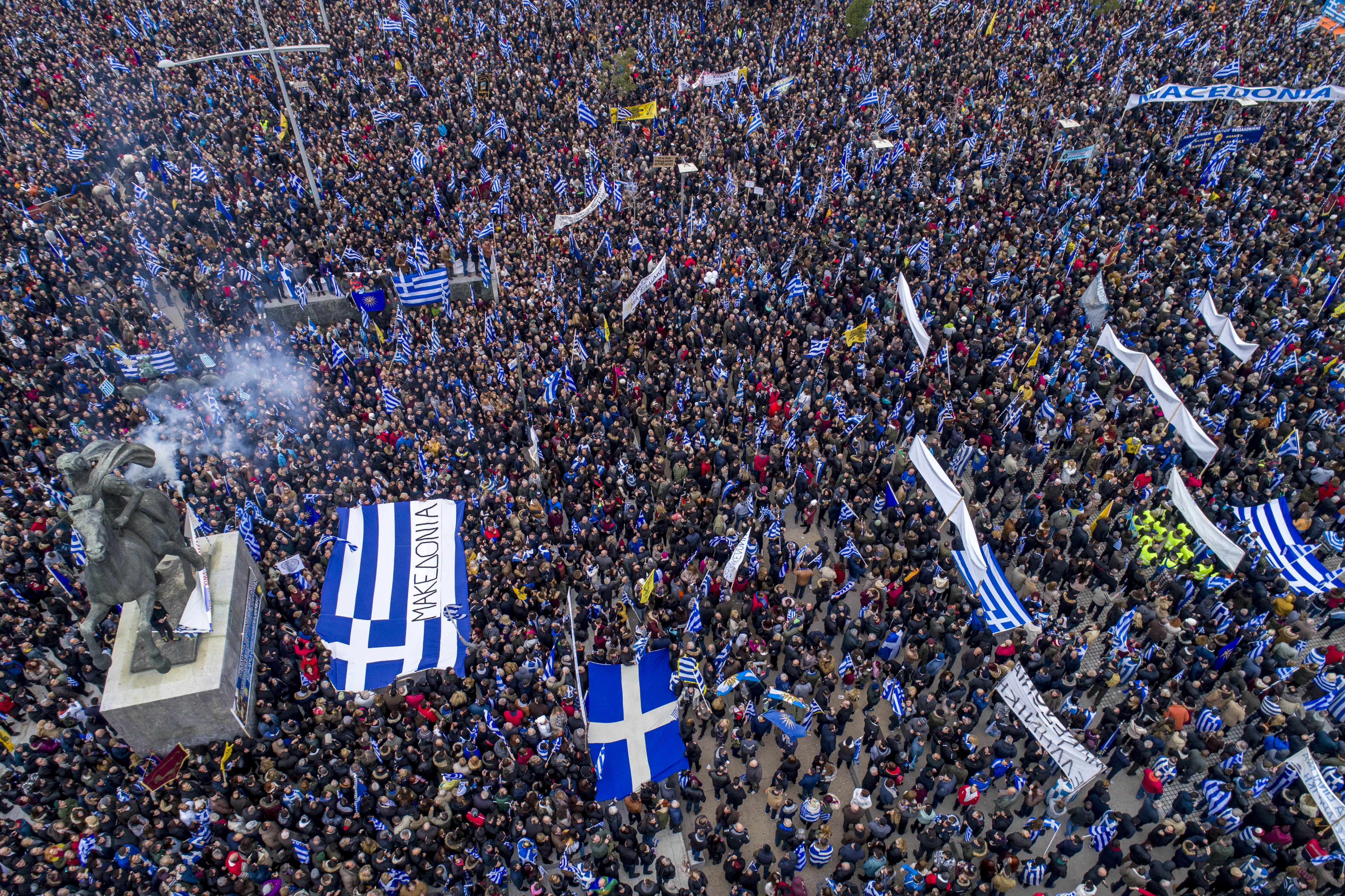 «Σεισμός» στο Μέγαρο Μαξίμου από το συλλαλητήριο της Θεσσαλονίκης – Τρέχουν να κάνουν έκτακτες συσκέψεις μπας και… σωθούν - Εικόνα2