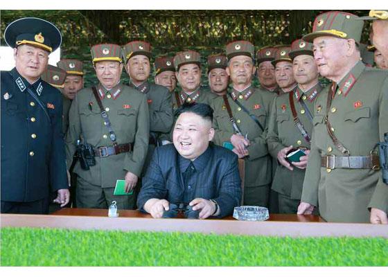 Συγκλονιστικές εικόνες: Σε θέσεις μάχης ο Στρατός της Β.Κορέας – Ο Κιμ Γιονγκ Ουν επιθεωρεί τα στρατεύματα: «Αμερικανοί είμαστε έτοιμοι»- Δείτε εικόνες και βίντεο - Εικόνα20