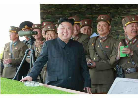 Συγκλονιστικές εικόνες: Σε θέσεις μάχης ο Στρατός της Β.Κορέας – Ο Κιμ Γιονγκ Ουν επιθεωρεί τα στρατεύματα: «Αμερικανοί είμαστε έτοιμοι»- Δείτε εικόνες και βίντεο - Εικόνα23