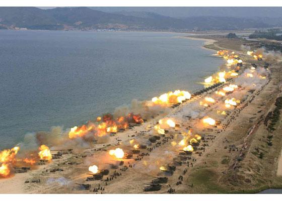 Συγκλονιστικές εικόνες: Σε θέσεις μάχης ο Στρατός της Β.Κορέας – Ο Κιμ Γιονγκ Ουν επιθεωρεί τα στρατεύματα: «Αμερικανοί είμαστε έτοιμοι»- Δείτε εικόνες και βίντεο - Εικόνα24