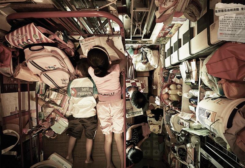 Συγκλονιστικές φωτογραφίες από τα «σπίτια-φέρετρα» στο Χονγκ Κονγκ - Εικόνα 2