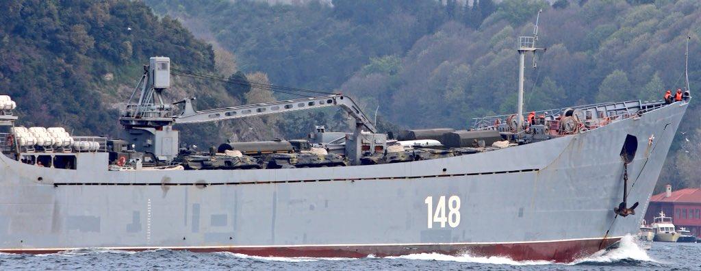 Σύγκρουση μέχρι τέλους: Τεράστιες ενισχύσεις στέλνει ο Β. Πούτιν στη Συρία – Πολεμικά σκάφη, τανκς, φορτηγά και τεθωρακισμένα – Δείτε εικόνες - Εικόνα1