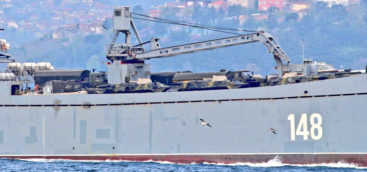 Σύγκρουση μέχρι τέλους: Τεράστιες ενισχύσεις στέλνει ο Β. Πούτιν στη Συρία – Πολεμικά σκάφη, τανκς, φορτηγά και τεθωρακισμένα – Δείτε εικόνες - Εικόνα5