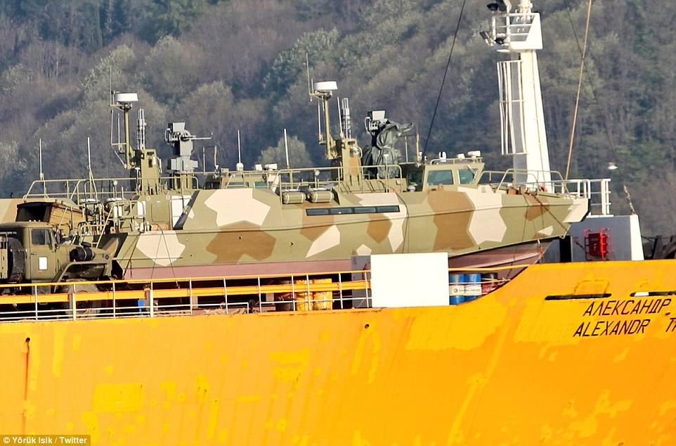Σύγκρουση μέχρι τέλους: Τεράστιες ενισχύσεις στέλνει ο Β. Πούτιν στη Συρία – Πολεμικά σκάφη, τανκς, φορτηγά και τεθωρακισμένα – Δείτε εικόνες - Εικόνα7