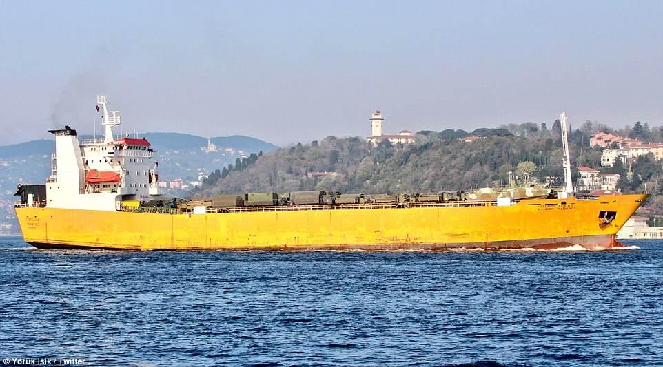 Σύγκρουση μέχρι τέλους: Τεράστιες ενισχύσεις στέλνει ο Β. Πούτιν στη Συρία – Πολεμικά σκάφη, τανκς, φορτηγά και τεθωρακισμένα – Δείτε εικόνες - Εικόνα8