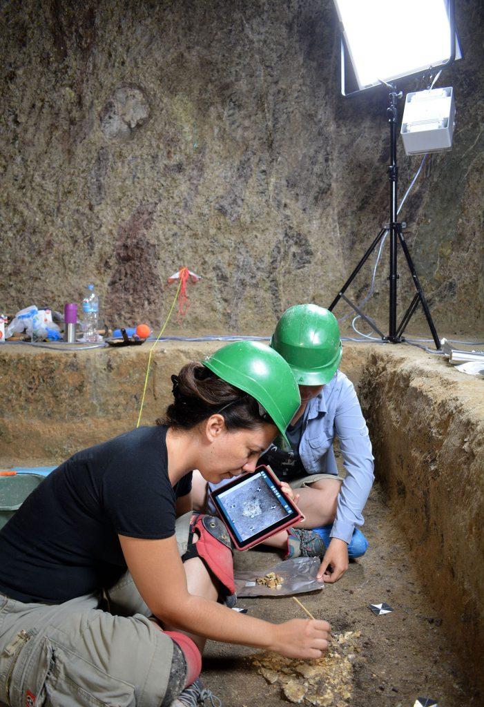 Σημαντική ανακάλυψη στον Ορχομενό: Βρέθηκε μυκηναϊκός τάφος με έναν νεκρό πολεμιστή (εικόνες) - Εικόνα1