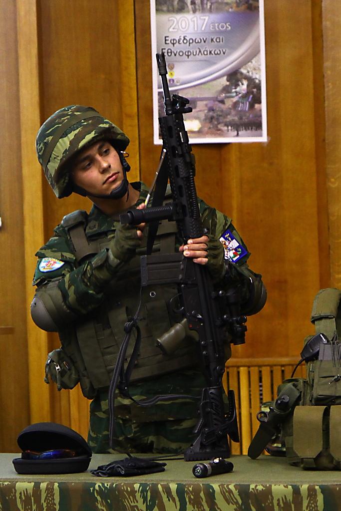 Τί συμβαίνει; – Δίνουν βαρύ οπλισμό στους Εθνοφύλακες των νησιών του Αιγαίου – Με νέα «πυραυλοφόρα» UCAV απαντά η Τουρκία - Εικόνα2