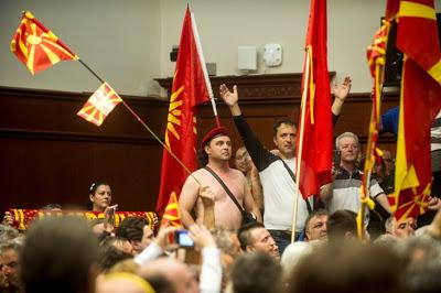 Σκόπια: Συνελήφθησαν οκτώ άτομα, 83 εισήχθησαν σε νοσοκομεία - Εικόνα1