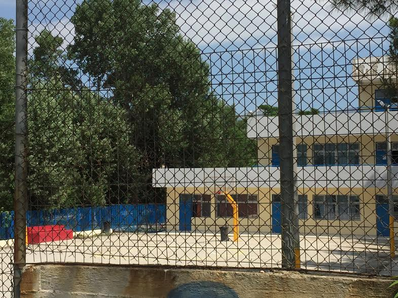 Σοκ: Από αδέσποτη σφαίρα σκοτώθηκε ο 10χρονος μαθητής στο σχολείο στο Μενίδι - Εικόνα 0