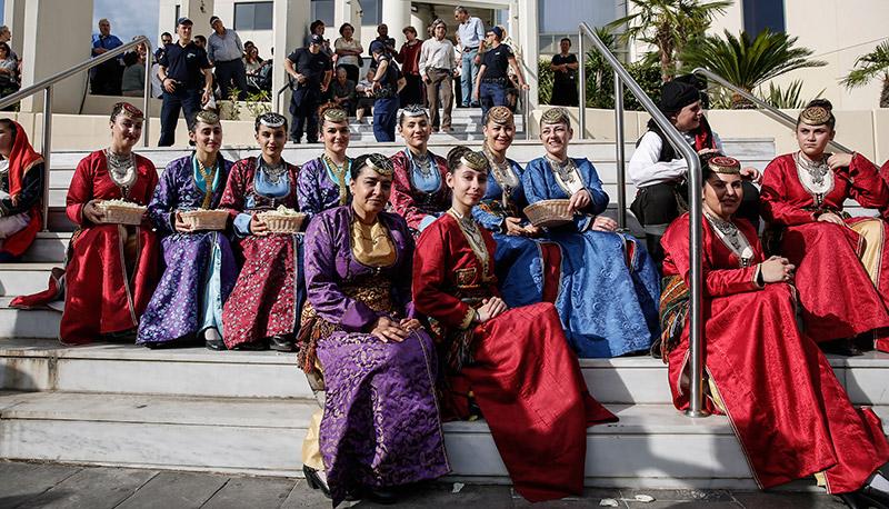 Στην Αθήνα το σκήνωμα της Αγίας Ελένης: Πλήθος κόσμου συρρέει στο Αιγάλεω - Εικόνα 2