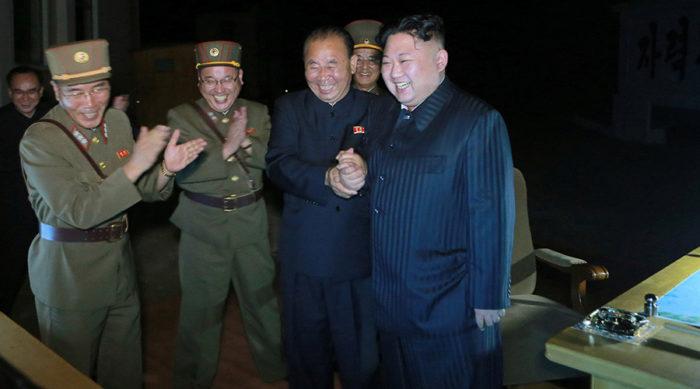 Στην κόψη μεταξύ ζωής και θανάτου: Η Κίνα «σφραγίζει» την Κίτρινη Θάλασσα με τη Β.Κορέα να ετοιμάζει βόμβα υδρογόνου! - Εικόνα2