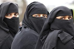 Εάν μια ταινία είναι κατά των μαύρων λέγεται «ρατσιστική». Εάν είναι κατά των μουσουλμάνων λέγεται «ισλαμοφοβική». Εάν είναι κατά των γυναικών λέγεται «μισογυνική». Εάν είναι κατά των λευκών χριστιανών ανδρών λέγεται «καταπληκτική τηλεοπτική σειρά» - Εικόνα5