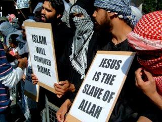 Η Νέα Τάξη πάει εκκλησία: Στίχος από το Κοράνι που αρνείται την θεότητα του Ιησού Χριστού διαβάστηκε σε καθεδρικό ναό στην Σκωτία! - Εικόνα1