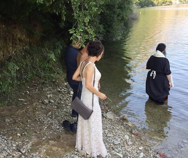 Ταξίδεψε από την Κίνα για να βαπτιστεί Χριστιανός στην Ελλάδα (εικόνες) - Εικόνα1