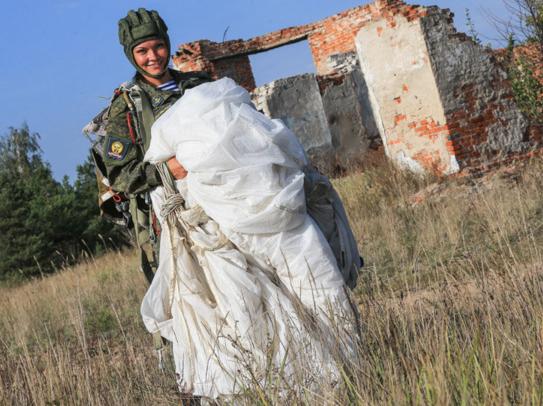ΟΙ ΘΑΝΑΤΗΦΟΡΕΣ ΚΑΛΛΟΝΕΣ ΤΟΥ ΠΟΥΤΙΝ! Δείτε τις Ρωσίδες αλεξιπτωτίστριες-κομάντος (ΦΩΤΟ-BINTEO) - Εικόνα3