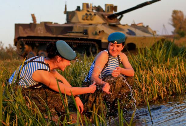 ΟΙ ΘΑΝΑΤΗΦΟΡΕΣ ΚΑΛΛΟΝΕΣ ΤΟΥ ΠΟΥΤΙΝ! Δείτε τις Ρωσίδες αλεξιπτωτίστριες-κομάντος (ΦΩΤΟ-BINTEO) - Εικόνα6