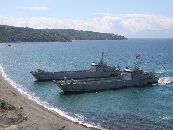Θύελλα στο Αιγαίο με την Τουρκία να «εκβιάζει» κατάρριψη: Έμφορτο με Leopard, M113 και πεζοναύτες το αρματαγωγό «ΛΕΣΒΟΣ» πλέει προς άγνωστο προορισμό – Ενισχύονται οι γραμμές άμυνας - Εικόνα1