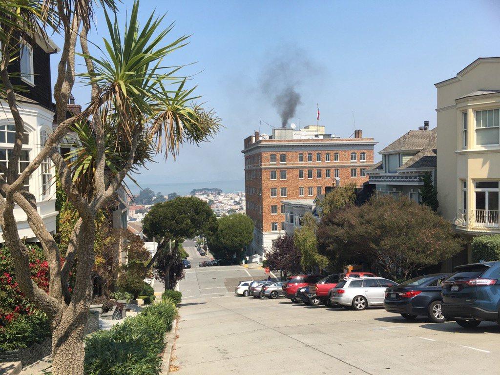 Θρίλερ στο Σαν Φρανσίσκο: Μαύρος καπνός στο ρωσικό προξενείο -Καίνε απόρρητα έγγραφα οι Ρώσοι διπλωμάτες πριν μπουκάρουν οι πράκτορες του FBI – Δείτε εικόνες και βίντεο - Εικόνα2