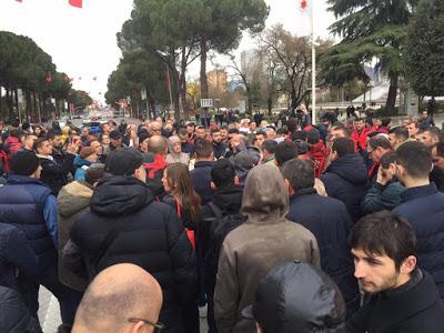 Τίρανα: Διαμαρτυρία ακτιβιστών για Συμφωνία με Θαλάσσια σύνορα με Ελλάδα - Εικόνα2