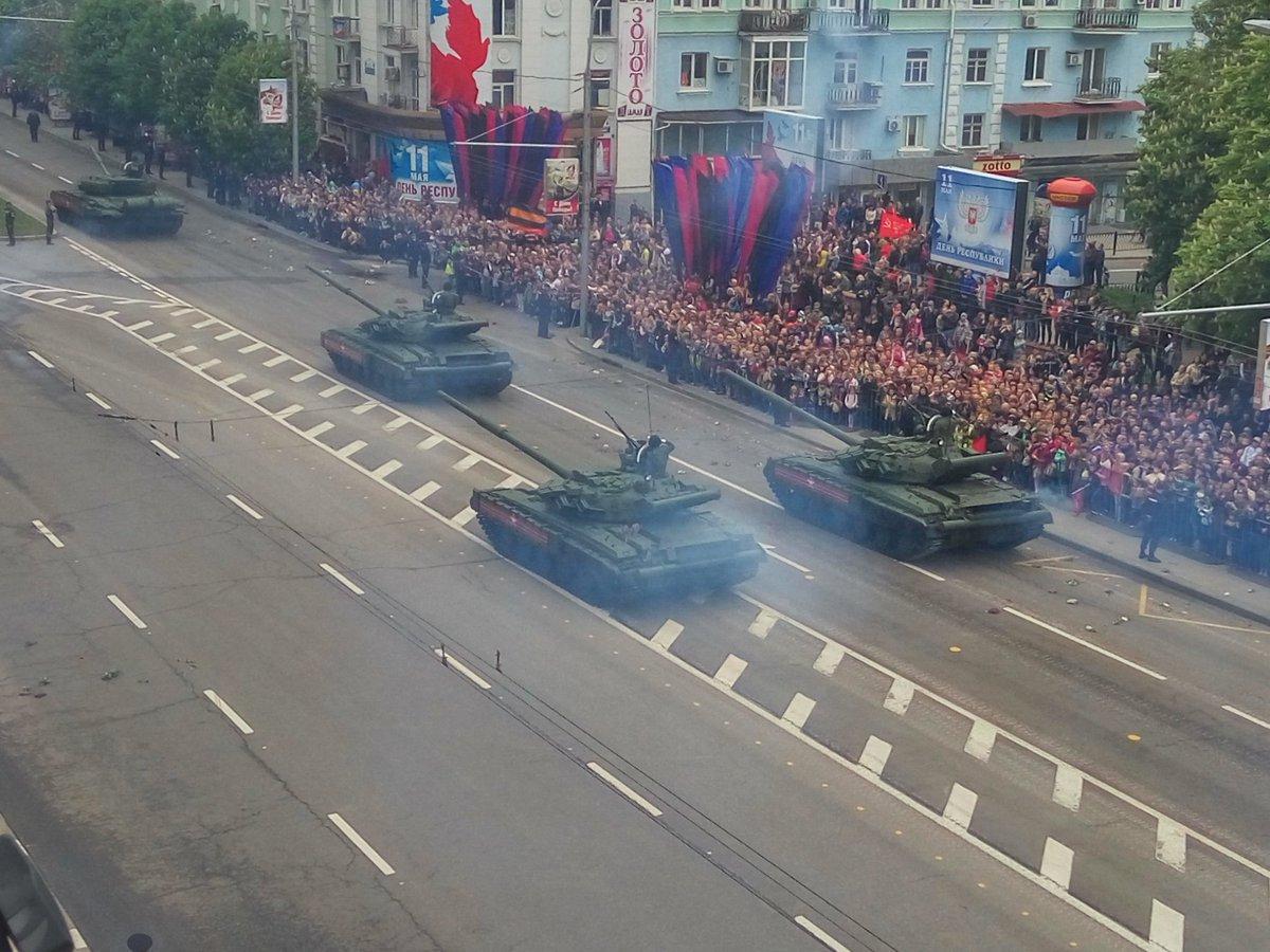 «Τρέμει η γη» στην Κόκκινη Πλατεία: Χιλιάδες στρατιώτες, οχήματα σε μια πρωτοφανή παρέλαση και μήνυμα προς πάσα δυτική κατεύθυνση (εικόνες,βίντεο) - Εικόνα11