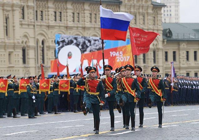 «Τρέμει η γη» στην Κόκκινη Πλατεία: Χιλιάδες στρατιώτες, οχήματα σε μια πρωτοφανή παρέλαση και μήνυμα προς πάσα δυτική κατεύθυνση (εικόνες,βίντεο) - Εικόνα15