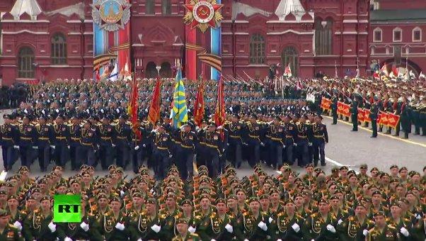 «Τρέμει η γη» στην Κόκκινη Πλατεία: Χιλιάδες στρατιώτες, οχήματα σε μια πρωτοφανή παρέλαση και μήνυμα προς πάσα δυτική κατεύθυνση (εικόνες,βίντεο) - Εικόνα4