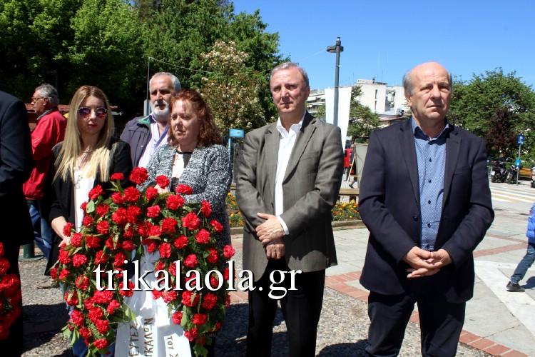 Τρίκαλα: Γιούχαραν βουλευτές του ΣΥΡΙΖΑ που πήγαν να καταθέσουν στεφάνι σε εκδήλωση [εικόνες & βίντεο] - Εικόνα2