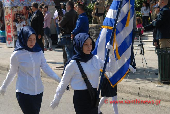Τρίζουν τα κόκαλα του Κολοκοτρώνη: Παρέλαση με «μαντίλες» για πρώτη φορά σε εθνική εορτή… στην Ξάνθη – Δείτε τις φωτογραφίες - Εικόνα7