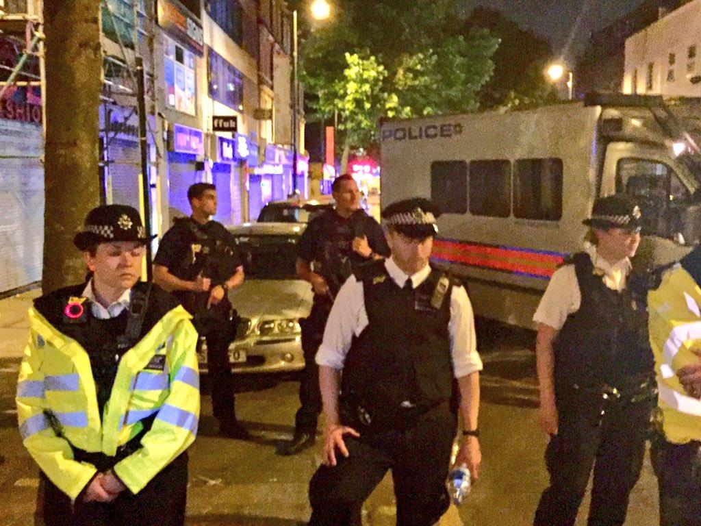Τρόμος στο Λονδίνο: Φορτηγάκι έπεσε πάνω σε πιστούς που έβγαιναν από τζαμί - Εικόνα 5