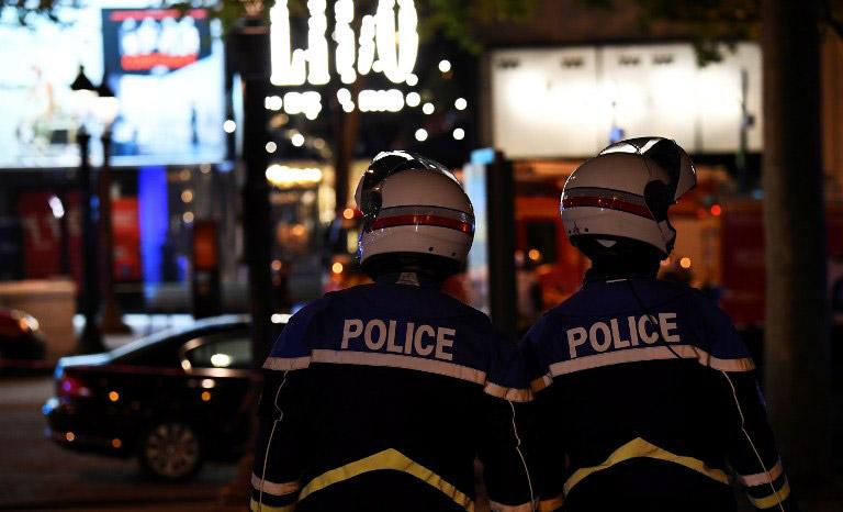Τζιχαντιστές χτύπησαν το Παρίσι: 1 νεκρός και 2 τραυματίες αστυνομικοί - Εικόνα 1