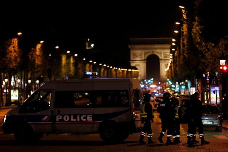 Τζιχαντιστές χτύπησαν το Παρίσι: 1 νεκρός και 2 τραυματίες αστυνομικοί - Εικόνα 2