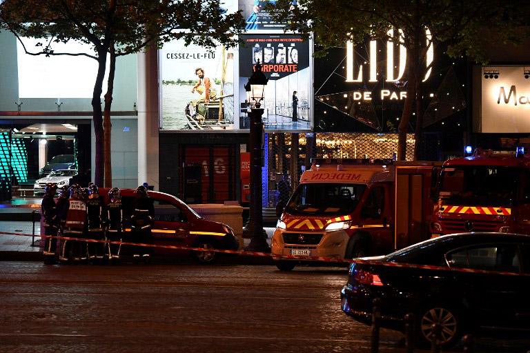 Τζιχαντιστές χτύπησαν το Παρίσι: 1 νεκρός και 2 τραυματίες αστυνομικοί - Εικόνα 3