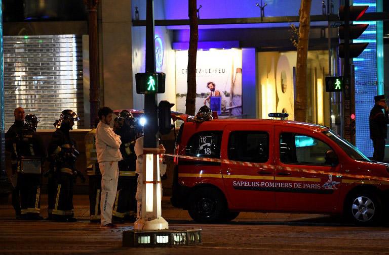 Τζιχαντιστές χτύπησαν το Παρίσι: 1 νεκρός και 2 τραυματίες αστυνομικοί - Εικόνα 4