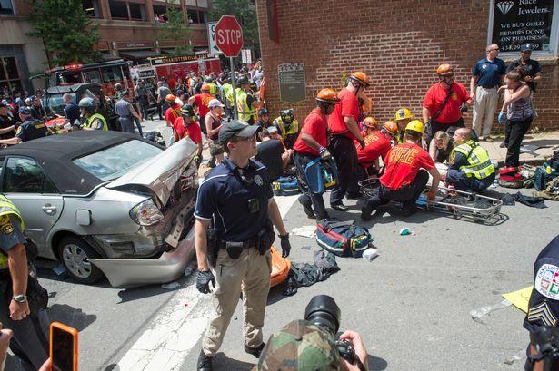 Βιρτζίνια: Συγκρούσεις εθνικιστών με αντιρατσιστές - Αυτοκίνητο έπεσε πάνω σε διαδηλωτές, σκοτώνοντας έναν - Εικόνα 2