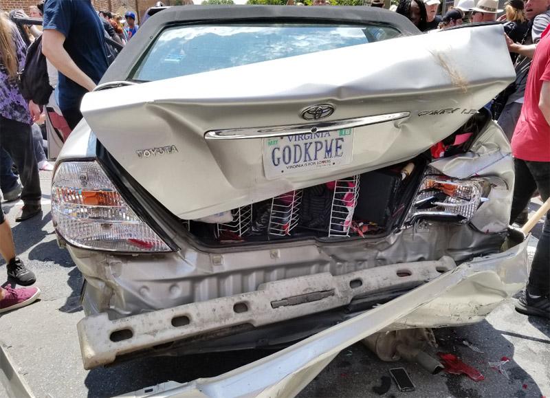 Βιρτζίνια: Συγκρούσεις εθνικιστών με αντιρατσιστές - Αυτοκίνητο έπεσε πάνω σε διαδηλωτές, σκοτώνοντας έναν - Εικόνα 3