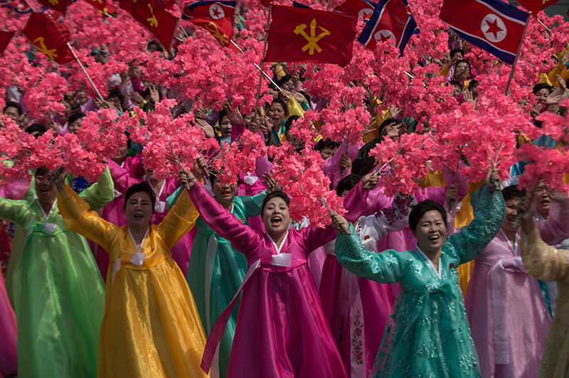 Η Βόρεια Κορέα προκαλεί ανοιχτά τις ΗΠΑ: Έκαψαν σε εορταστικό βίντεο την αμερικανική σημαία - Εικόνα 1