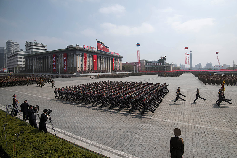 Η Βόρεια Κορέα προκαλεί ανοιχτά τις ΗΠΑ: Έκαψαν σε εορταστικό βίντεο την αμερικανική σημαία - Εικόνα 2